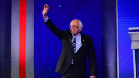 https://cdn1.thr.com/sites/default/files/imagecache/landscape_928x523/2019/09/democratic_debate_9-12_bernie_sanders.jpg