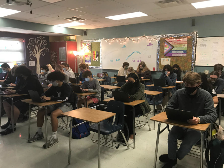 All+in-person+students+at+WCHS+work+on+their+articles+in+Digital+Journalism.